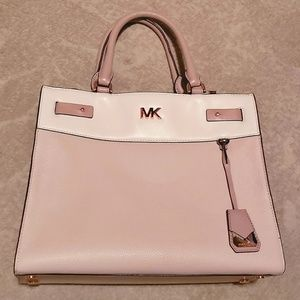 🆕️Michael Kors large Reagan satchel🤩⬜
